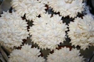 snowflake-cupcakes-972-x-648-300x200