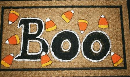 Easy to Make Glow in the Dark Halloween Doormat from cupcakesandcrinoline.com