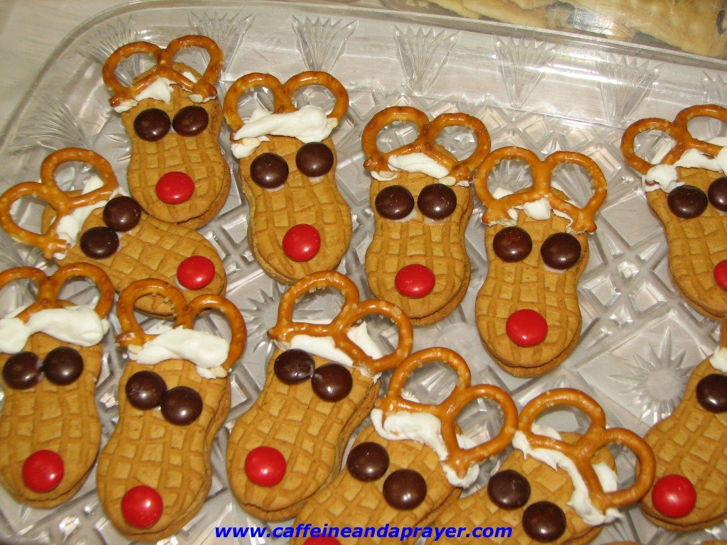 Cute Christmas Cookies - Nutter Butter Reindeer
