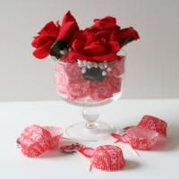 Cupcake Wrapper Centerpiece via CupcakesandCrinoline.com