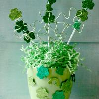 St. Patrick's Day Centerpiece @cupcakesandcrinoline.com