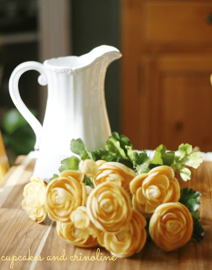 Gilded-Honeycomb-Pitcher-with-ranunculus