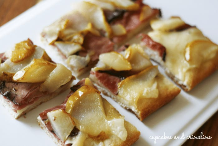 Pear and Swiss Cheese Pizza #lifeingredients #sp #pizza