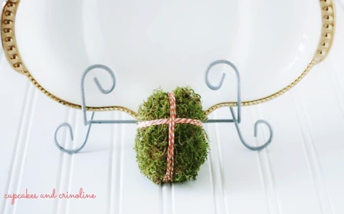 moss-Easter-egg-with-cross #Easter #EasterEggs #moss #cross