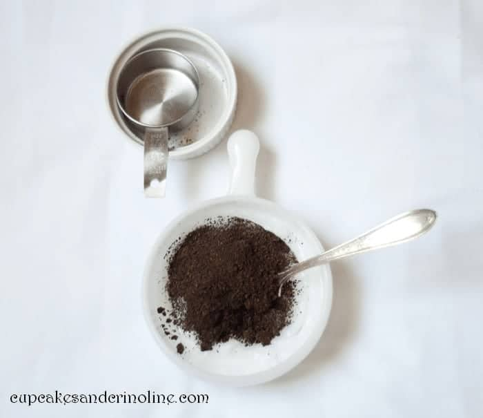 Make and all natural body and hand scrub from coconut oil and leftover coffee grounds. #coconutoil #bodyscrub #coffeegrounds #allnaturalbodyscrub