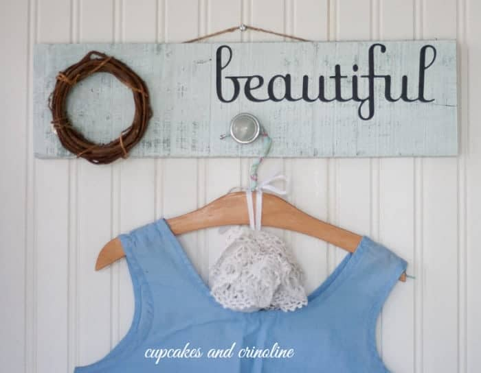 Distressed Pallet Wall Hanger