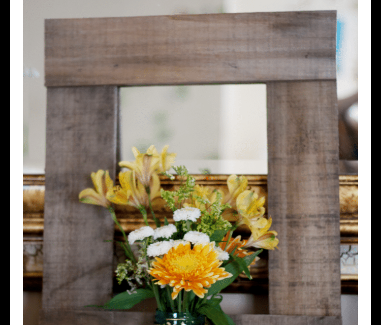 The 10-Minute DIY Pallet Frame {Fall Home Decor Tour}
