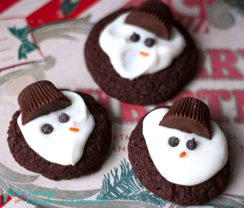 Chocolate Melting Snowman Cookies - an easy-to-make holiday favorite. Get the recipe at www.cupcakesandcrinoline