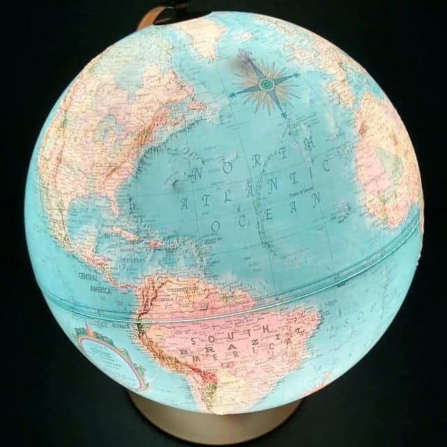 Illuminated Reglogle Globe Photo Taken with Droid Turbo #VZWBuzz #MoreVA cupcakesandcrinoline.com
