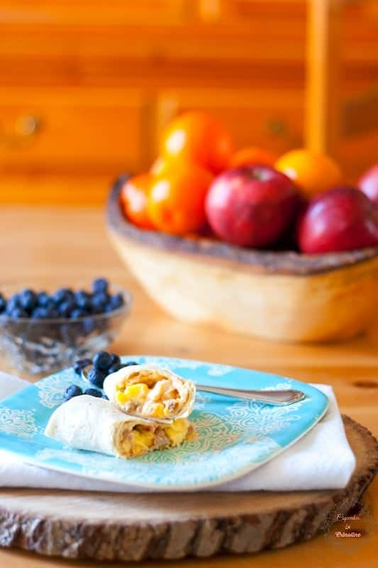 Quick and Easy Breakfast Burritos with fresh fruit #sp #momwins #elmonterey cupcakesandcrinoline.com