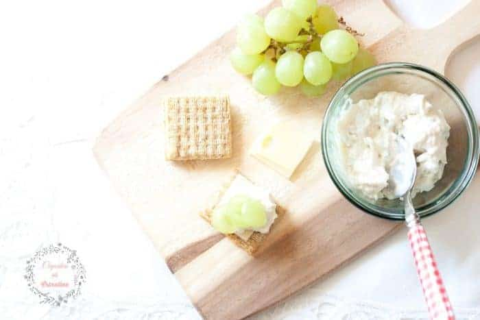 4-ingredient Chicken Salad Appetizer ~ A quick and easy appetizer perfect for summer entertaining from cupcakesandcrinoline.com