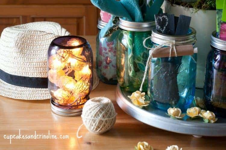 Mason Jar Gifts for the gardener - beautiful and colorful mason jars filled with gifts for gardening enthusiasts - fairy lights in a mason jar with a ball of twine and a gardening hat