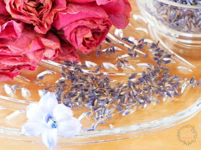 Fresh Lavender and dried roses with an essential oil addition ~ DIY Potpourri from cupcakesandcrinoline.com