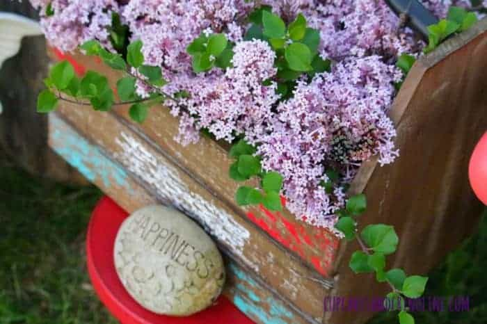 The Secret to Creating a Cozy and Charming Outdoor Space ~ french lilacs, rustic wooden box and happiness ~ cupcakesandcrinoline.com
