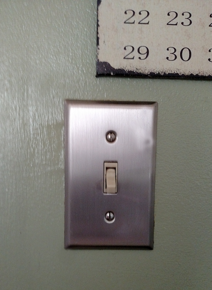 25 things you should be disinfecting but probasbly aren't - light switch - get the complete list at cupcakesandcrinoline.com