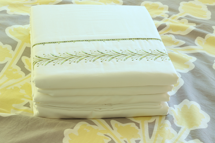 5 Tips for a Comfie Bed from cupcakesandcrinoline.com