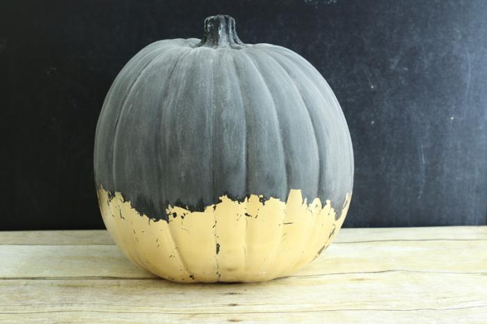 Gilded Chalkboard Pumpkin with chalk prep rub - cupcakesandcrinoline.com