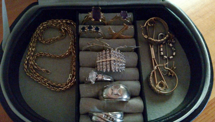 Jewelry Box - keeping only what sparks joy #KonMari #Decluttering at cupcakesandcrinoline.com