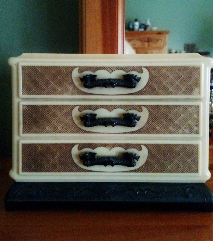 Vintage Jewelry Box - Candy Box from the early 1900's #SparkingJoy #KonMari at cupcakesandcrinoline.com