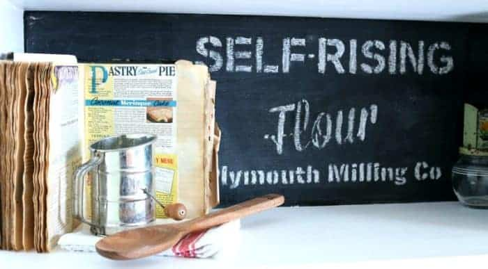 Stenciling with chalk - a temporary decorating option