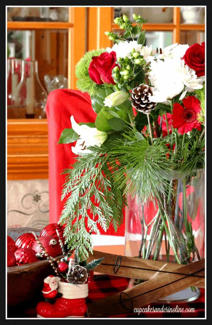Christmas Floral Arrangement at cupcakesandcrinoline.com