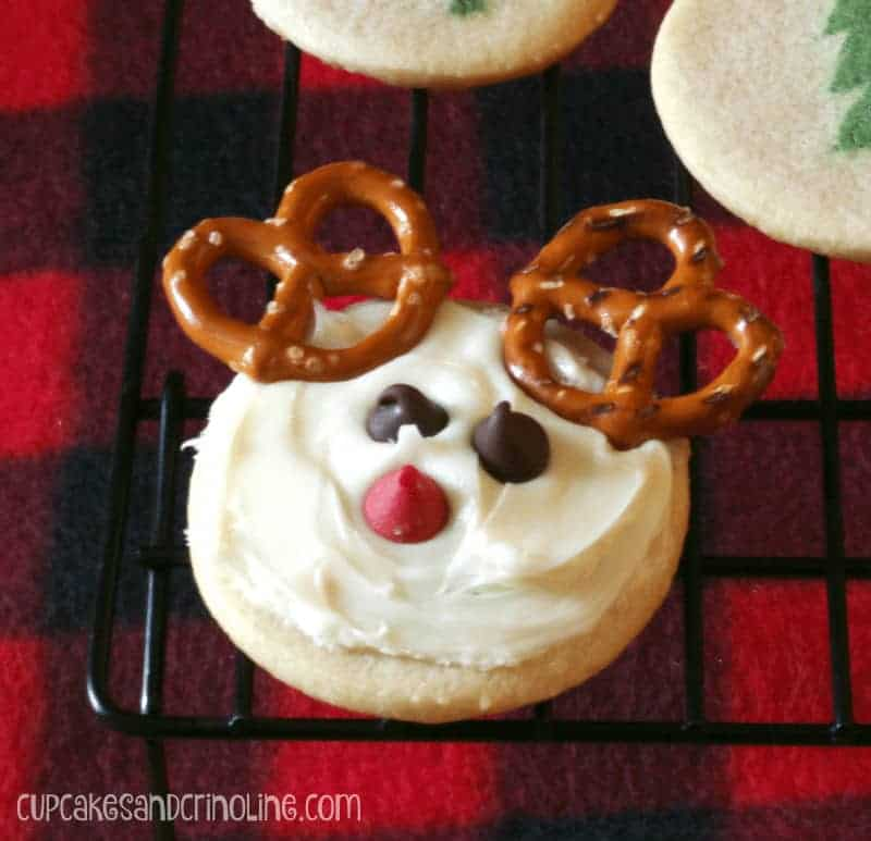 Cute Reindeer Sugar Cookies cupcakesandcrinoline.com