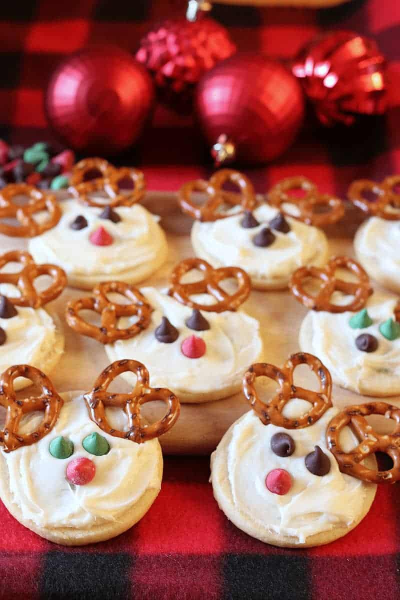 Cute reindeer cookies that are so easy to make you won't believe it - cupcakesandcrinoline.com