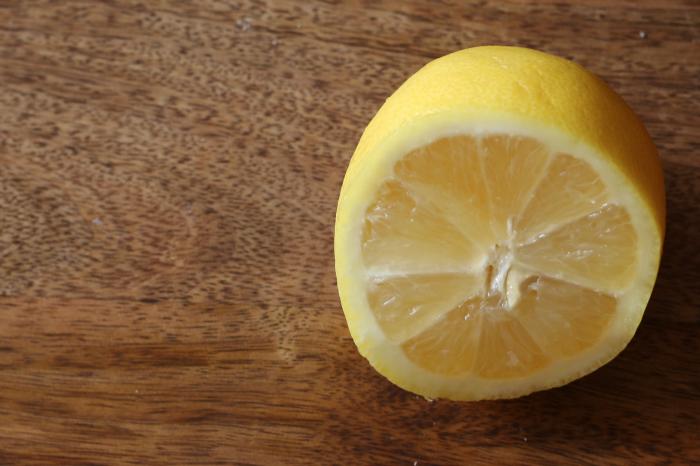 Fresh lemon ready to be juiced