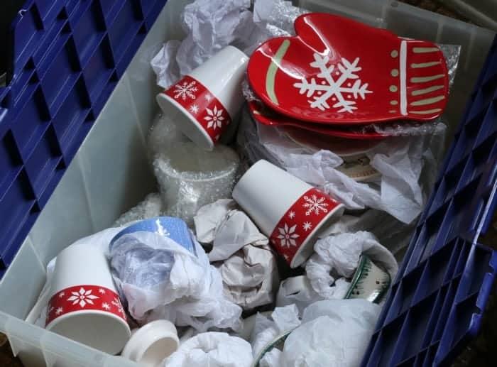 Holiday dishware