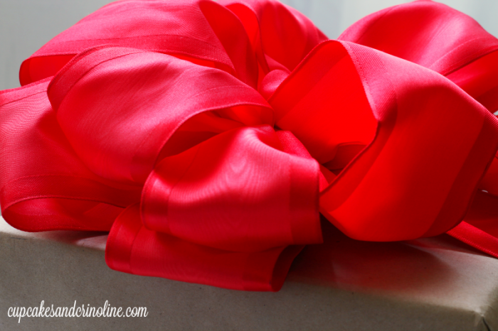 How to Make Perfect Bows Every Time - cupcakesandcrinoline.com
