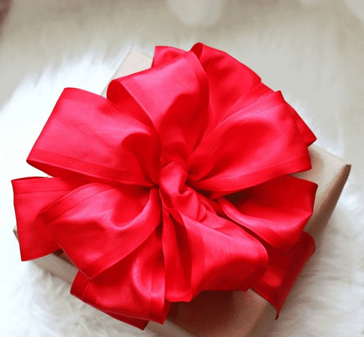 How-to make the perfect bow, Red Taffeta Ribbon Christmas Bow from cupcakesandcrinoline.com