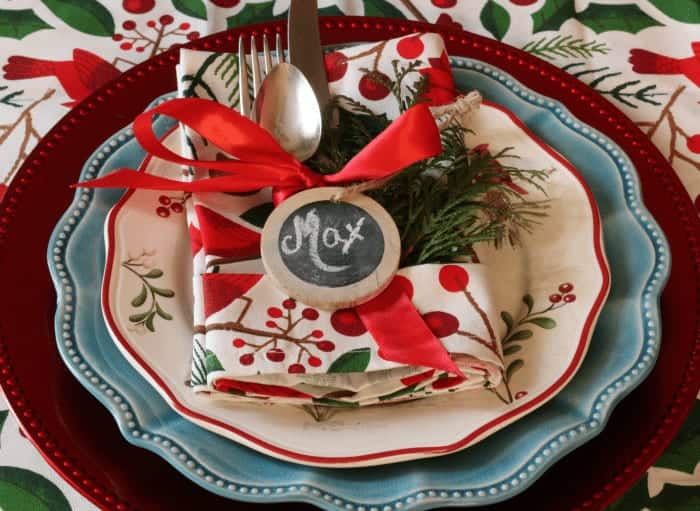 Tablesetting and folded napkin