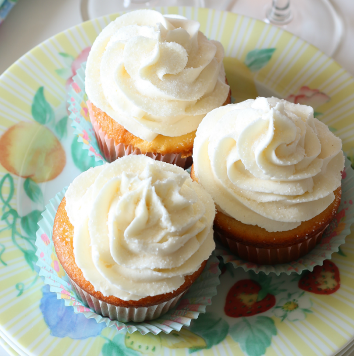 Pink champagne cupcakes with a champagne buttercream frosting - delicious! cupcakesandcrinoline.com