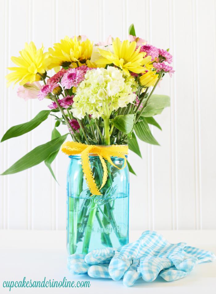 Ball wide mouth mason jar vase filled with fresh flowers - cupcakesandcrinoline.com