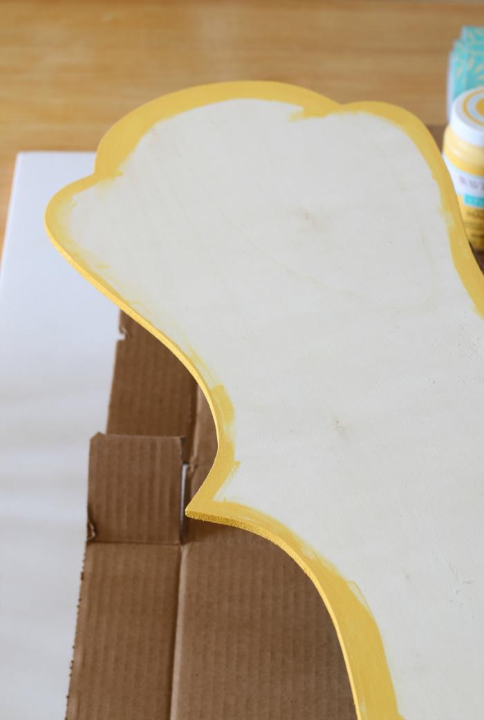 Yellow edge on plaque