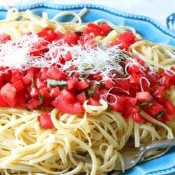 Fresh Tomato and Basil Linguine from cupcakesandcrinoline.com