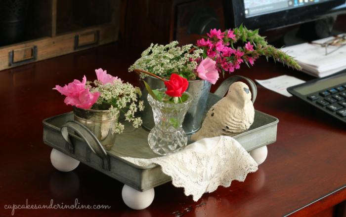 DIY farmhouse-style serving tray - get the full tutorial at cupcakesandcrinoline.com