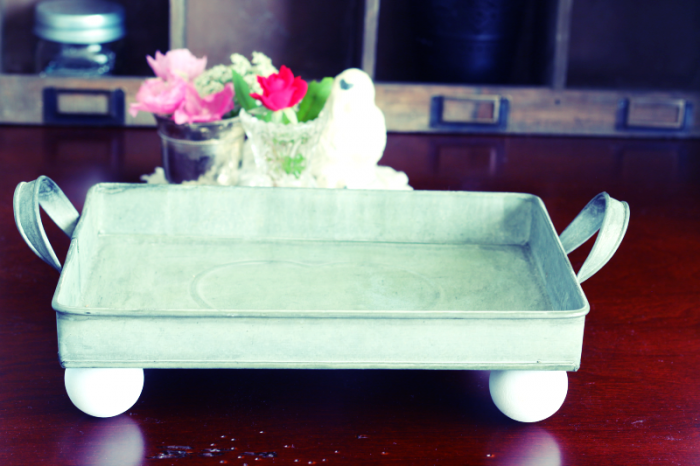DIY farmhouse-style tray - complete in only two steps. Get the details at cupcakesandcrinoline.com