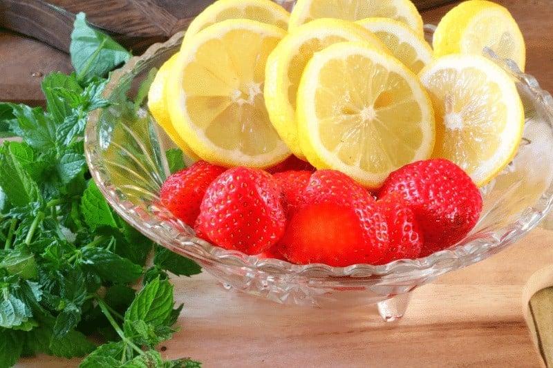 Infused water recipe - fresh lemons and strawberries from cupcakesandcrinoline.com