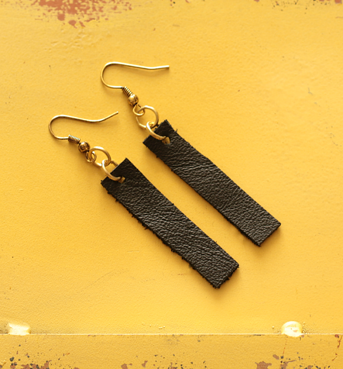 Black leather dangle drop earrings inspired by Joanna Gaines - www.cupcakesandcrinoline.com