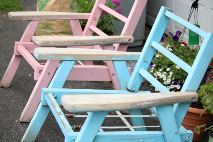 wooden-lawn-chair-makeover-with-spray-paint-sanding