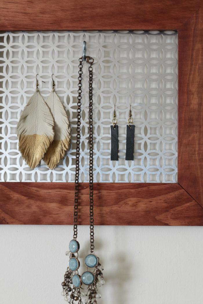 DIY Hanging Jewelry Organizer - farmhouse style www.cupcakesandcrinoline.com