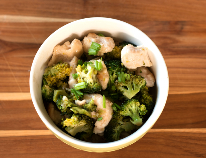 blue-apron-experience-spicy-hoisin-chicken-and-broccoli-plus-a-code-for-3-free-meals-at-www-cupcakesandcrinoline-com
