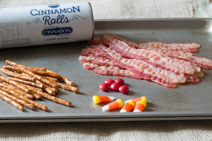 turkey-cinnamon-rolls-www-cupcakesandcrinoline-com