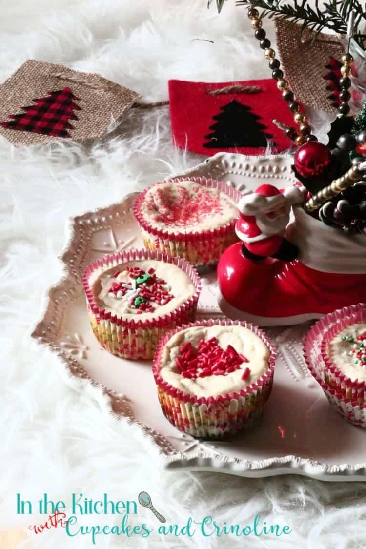 red-velvet-oreo-cheesecake-bites-get-the-recipe-at-cupcakesandcrinoline-com