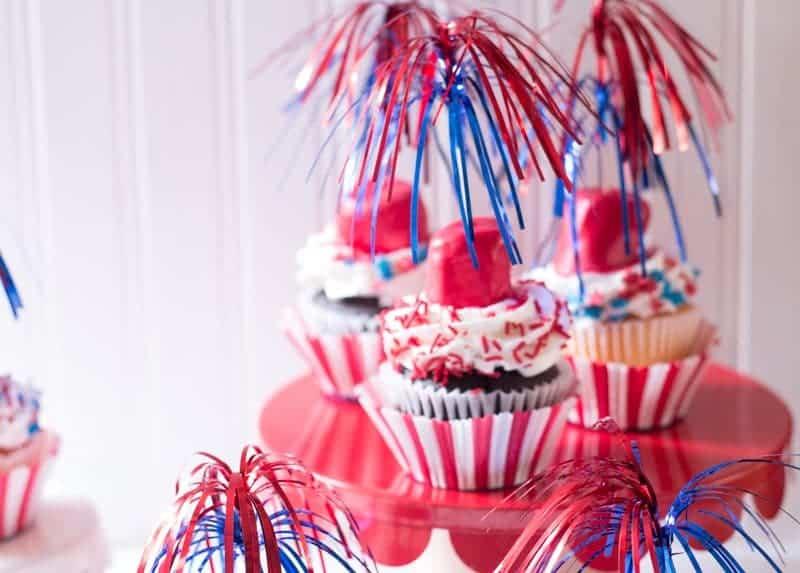 Easy-to-make firecracker cupcakes.