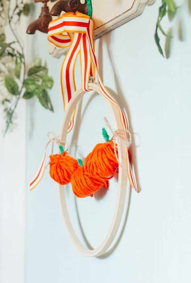 Chubby Yarn Pumpkin Embroidery Hoop Wreath