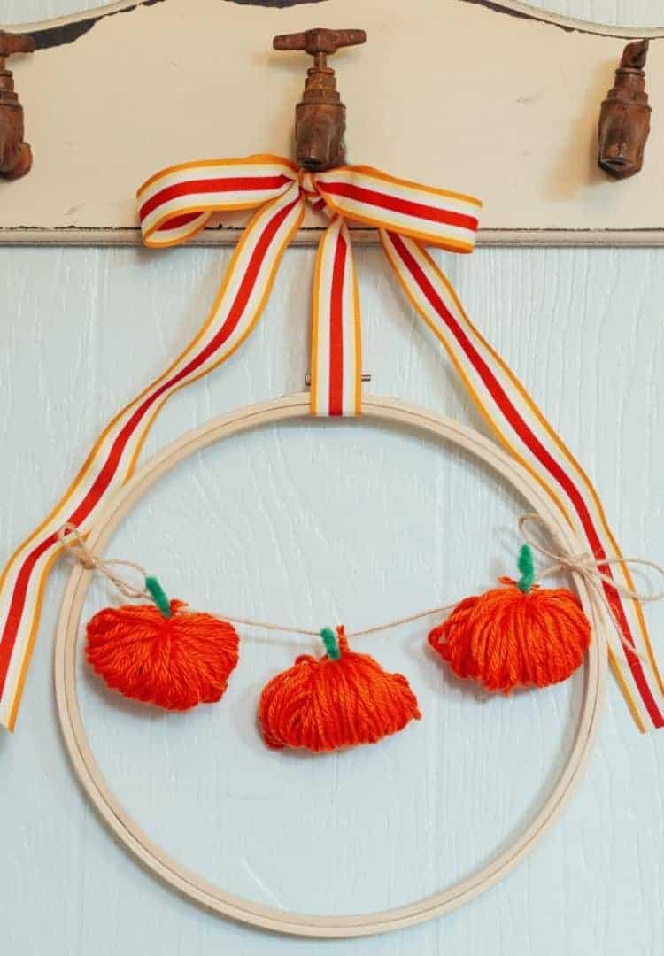 Chubby Yarn Pumpkin Embroidery Hoop Wreath