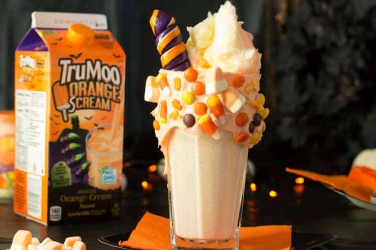 Top your freakshake with cotton candy