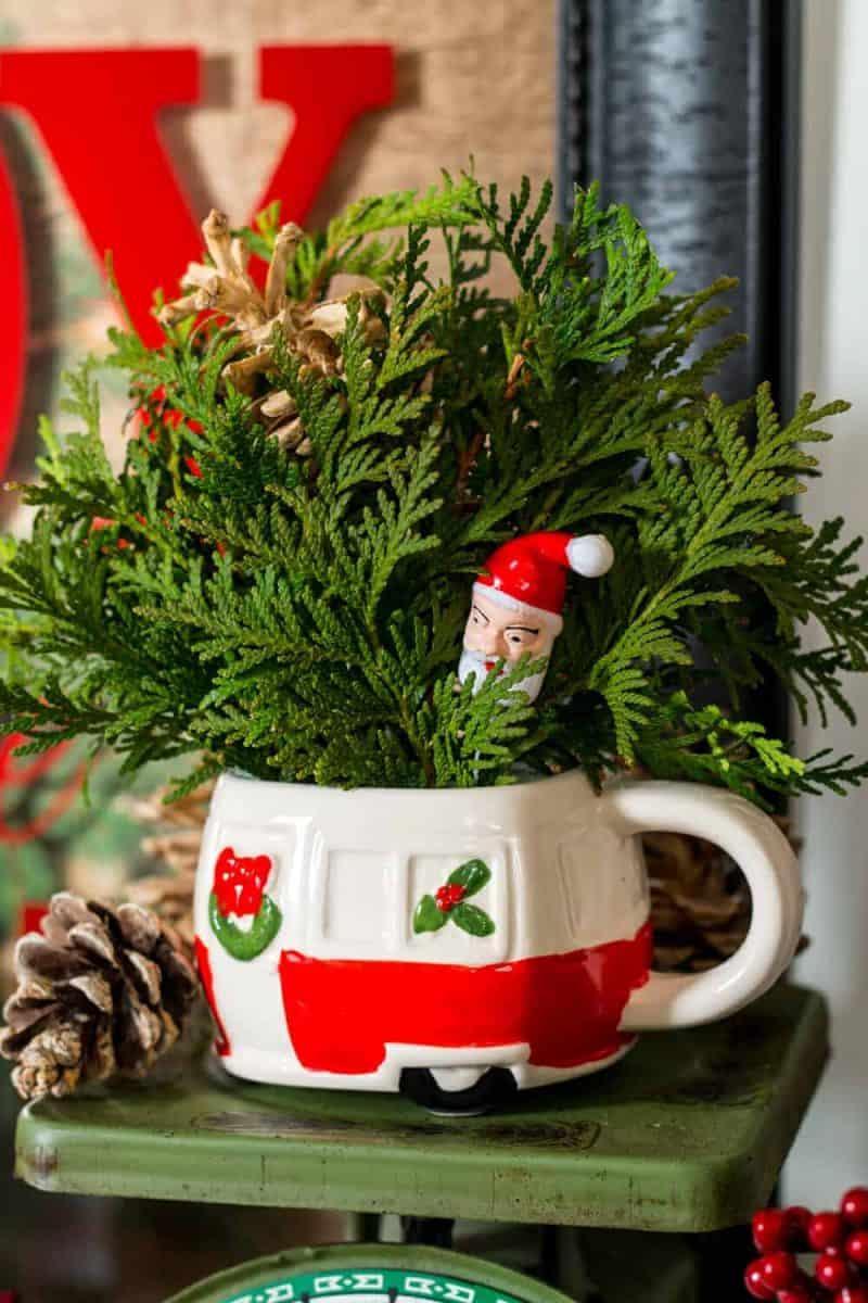 How To Make a Vintage Camper Mug Christmas Centerpiece